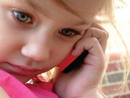 82-de-apeluri-la-telefonul-copilului-434x326